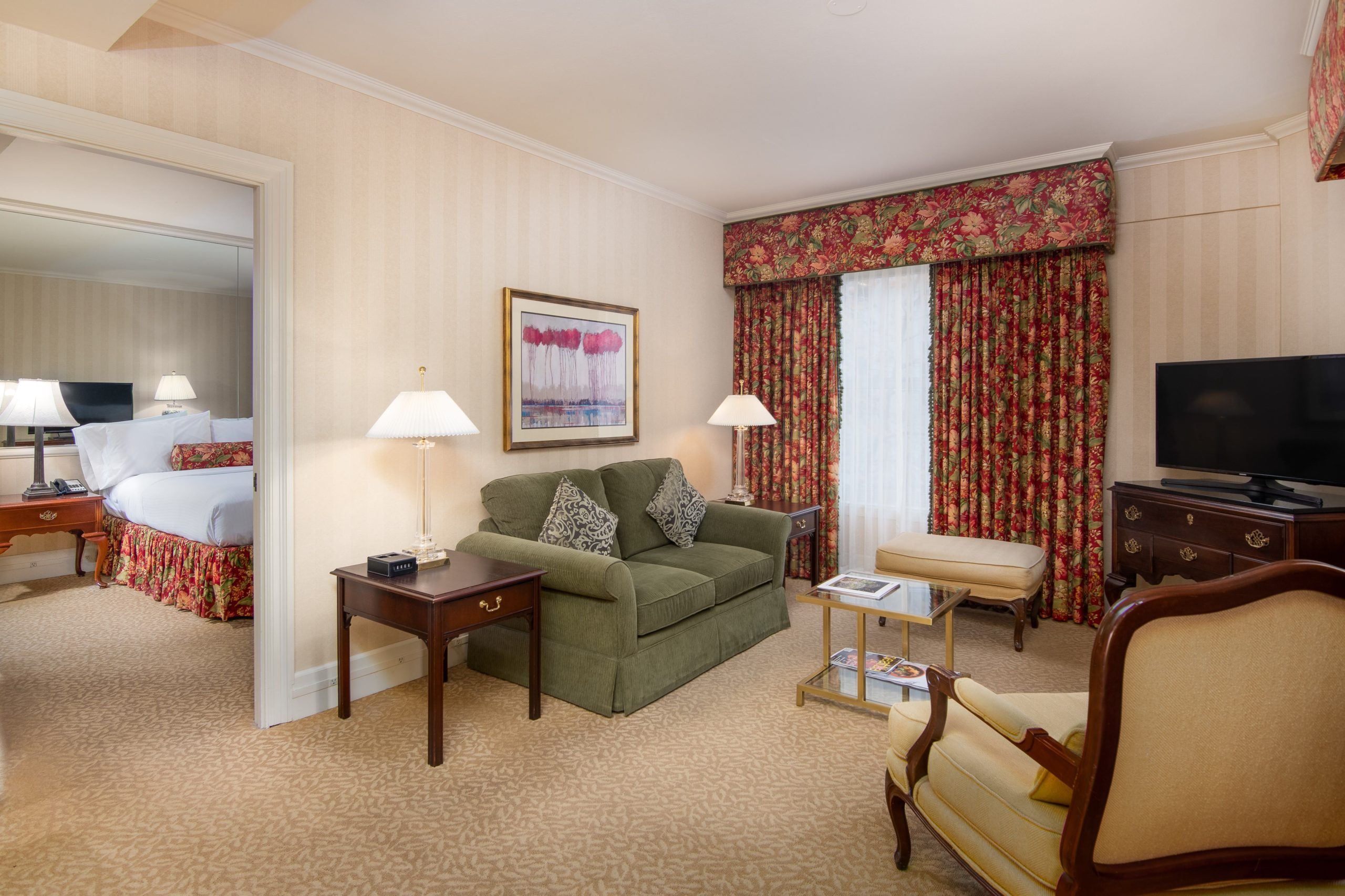 King Suite, Parlor to Bedroom